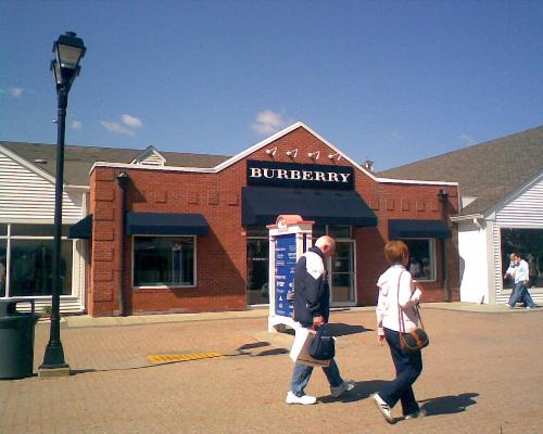 [Thumb - Woodbury common....outlets .jpg]